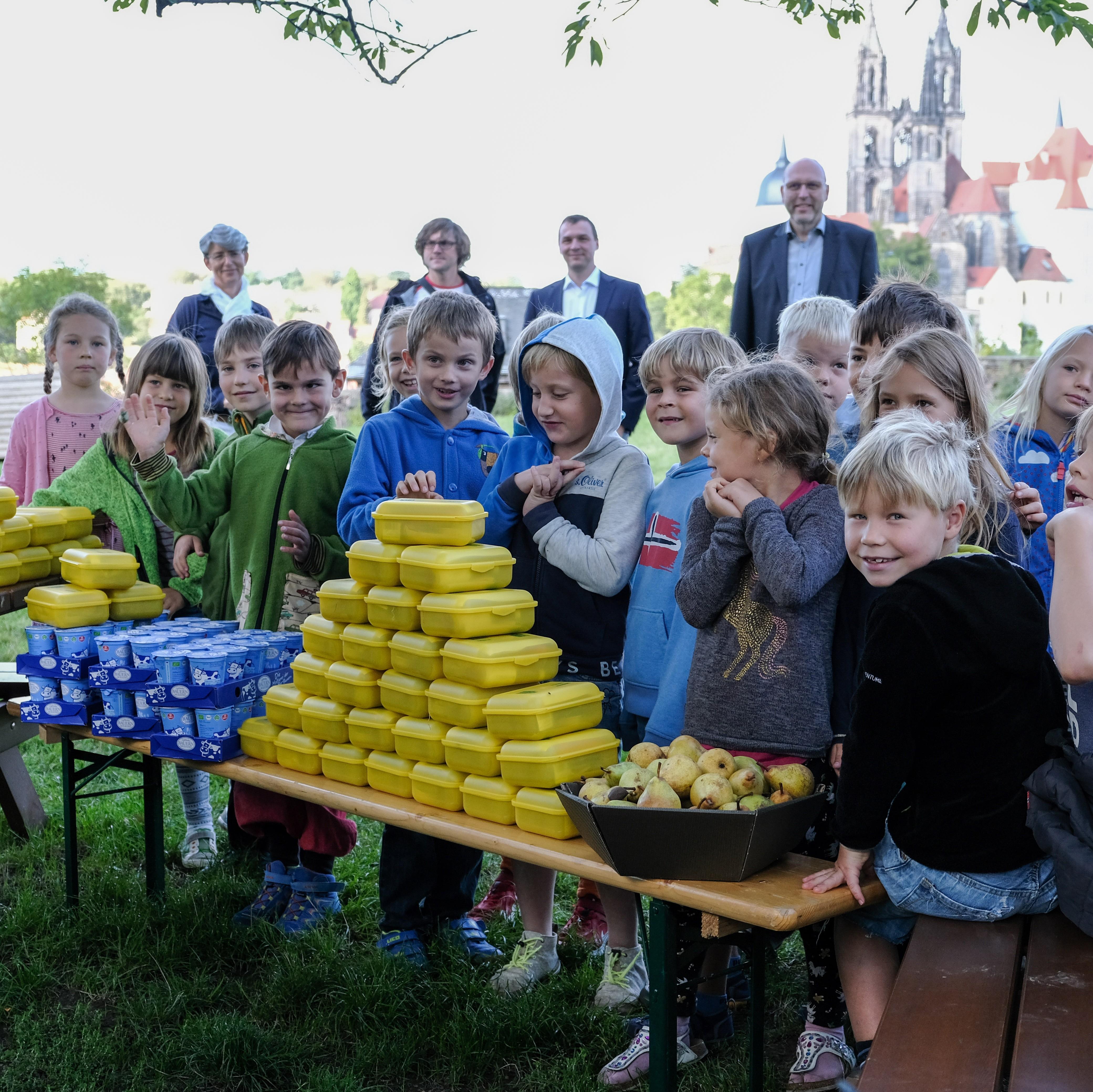 BIO PLANÈTE verteilt Bio-Brotboxen an Grundschüler in Meißen